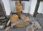 Laarzen die kapot zijn en hersteld moeten worden